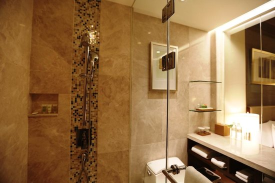 Courtyard by Marriott Seoul Times Square : Bathroom