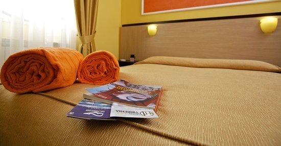 Hotel Tirrenia : Double bed