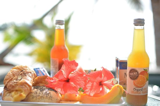 Te Manava Luxury Villas & Spa : Our continental breakfast on the terrace