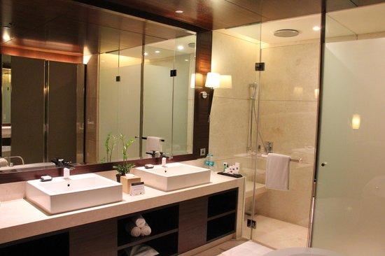 JW Marriott Hotel Pune: Bad der Junior Suite