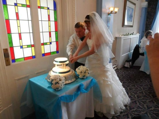 Castle Hotel: Cutting the Cake