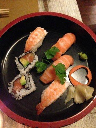 Tsuru Sushi: Sushi misto F