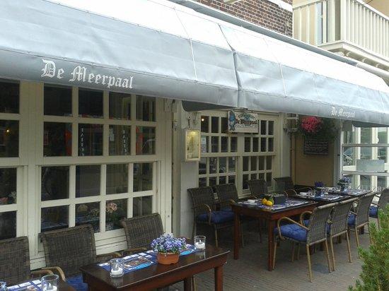 Oud Zandvoortsch Vischrestaurant De Meerpaal: de nieuwe luifels...