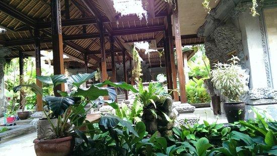 The Royal Pita Maha: lobby