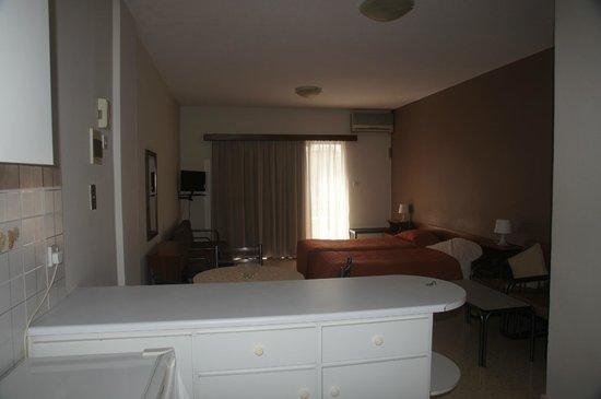 Crystallo Apartments : Room