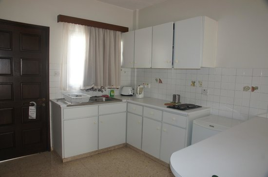 Crystallo Apartments: Kitchen