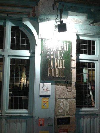 Chez la Mere Pourcel: Insegna ristorante