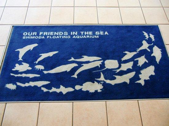 Shimoda Onsen: 下田海中水族館のマットの絵