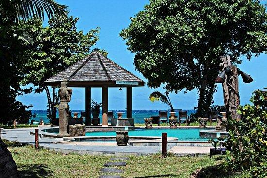 Castello Beach Hotel: Blick über die Anlage zum Meer
