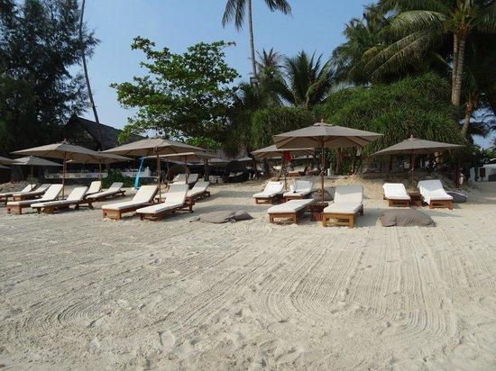 SALA Samui Choengmon Beach Resort: sauberkeit ist im sala prinzip, auch am strand