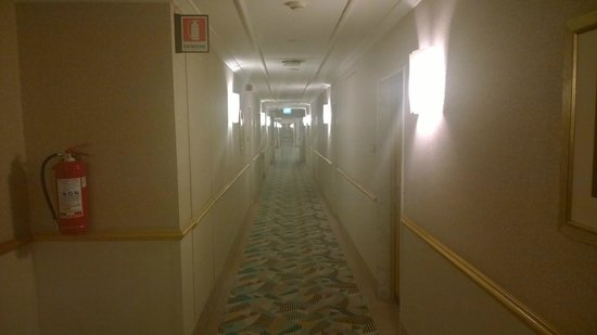 Hilton Milan: Corridor to room