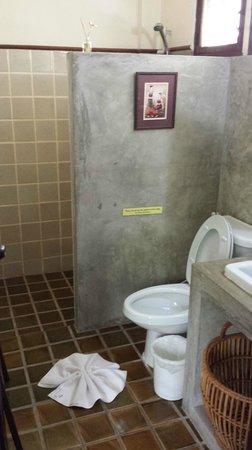 Shewe Wana Boutique Resort and Spa: Bathroom