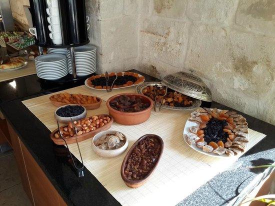 Goreme Inn Hotel : Breakfast - Varieties of Dry Fruits