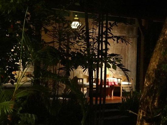 Villa Kampung Kecil : веранда