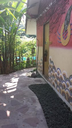 Shewe Wana Boutique Resort and Spa: Walkway to our room