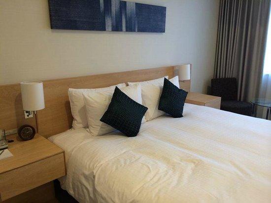 Fraser Residence Nankai Osaka : Bedroom with King Size Bed