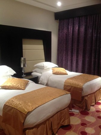 Orchid Hotel: One of the twin rooms in Suite