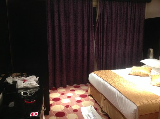 Orchid Hotel: One of rooms of suite