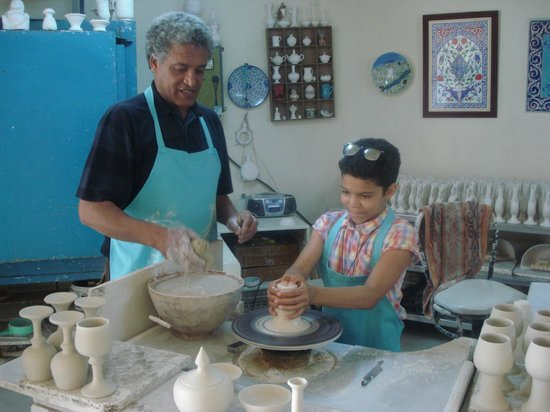 Ephesus Tours : making pottery