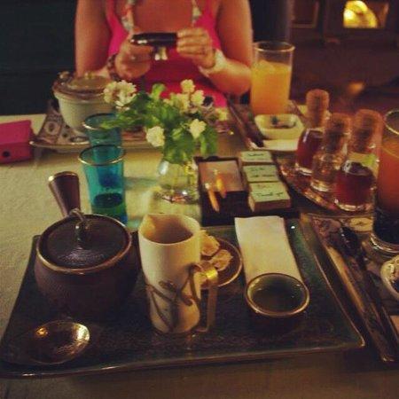 Reaching Out Tea House: Lovely tea :)