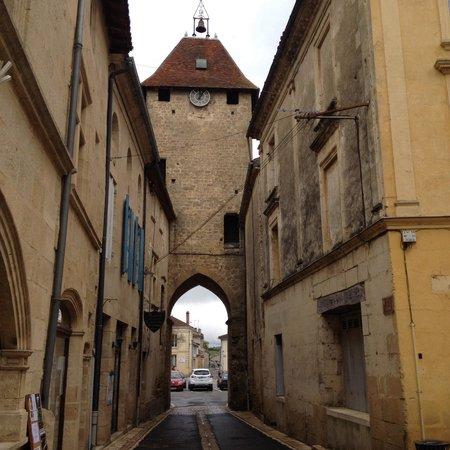 Le Medieval: Prendre à droite à ce porche