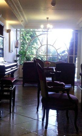 Hotel Mitzpe Hayamim: Lounge and piano area