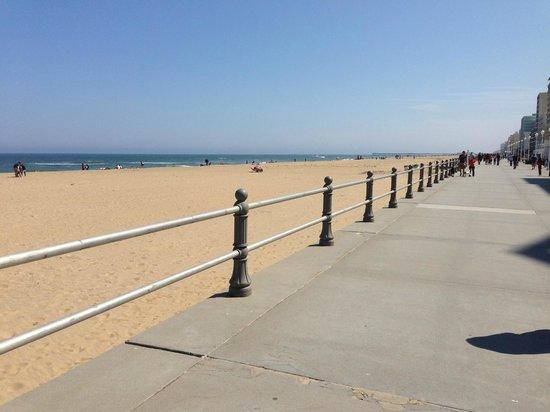Virginia Beach Boardwalk: A wide clean beach awaits you