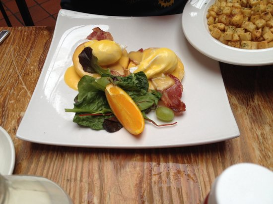 The Tavern Company: Eggs Benny's yummy