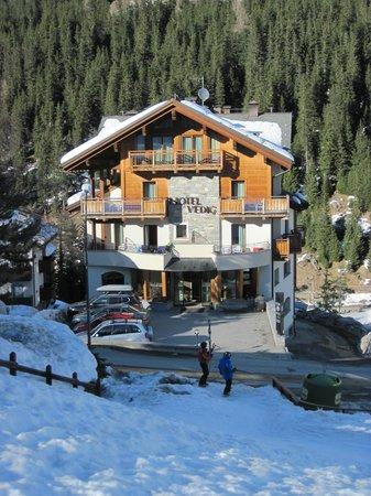 Hotel Vedig : Зимний Альпийский пейзаж.
