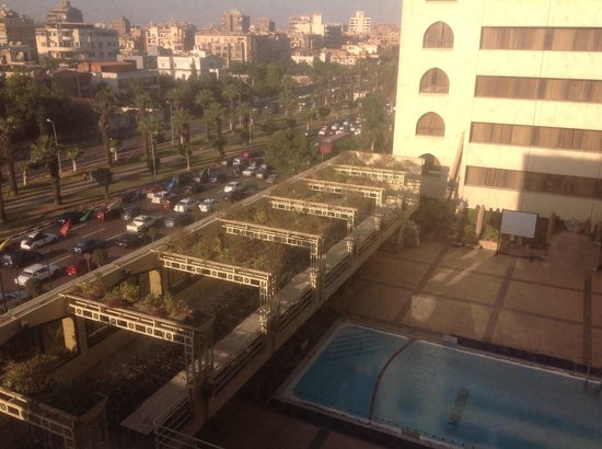Le Meridien Heliopolis : Swimming pool and airport highway view