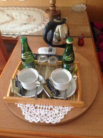 Europejski Hotel : tea set and water