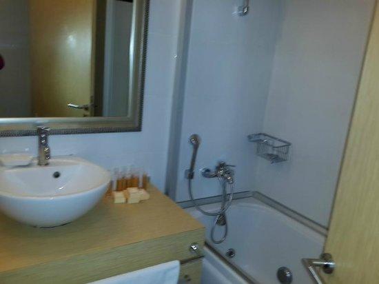 Nisantasi Flats: Small Bathroom with Tub & Shower