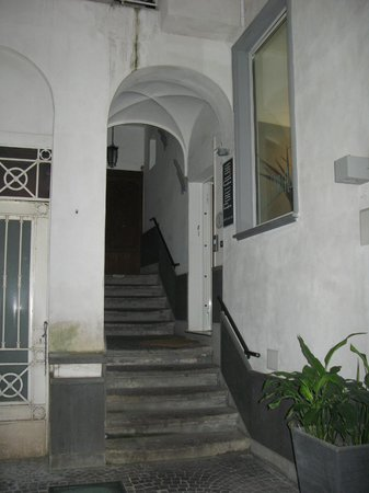 Portalba Relais : stairs leading up to BnB