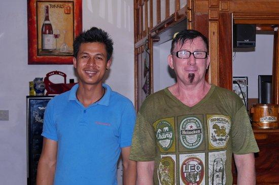Pauls Restaurant: Paul und einer seiner freundlichen und fleissigen Angestellten