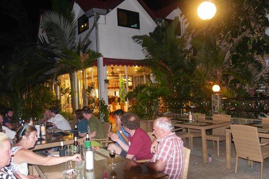 Pauls Restaurant: Blick von der Terrasse zum Restaurant