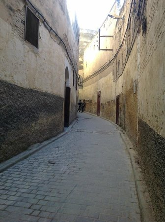 Riad Le Calife: Alley (derb) leading to Le calife