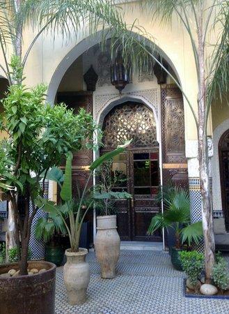 Riad Le Calife : Ornate door LeCcalife reception