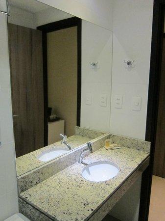 B Hotel : Bathroom