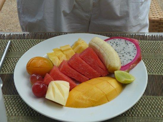 Pauls Restaurant : Früchteteller zum Morgenessen
