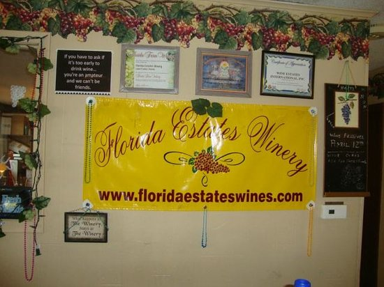 Florida Estates Winery: Inside wall