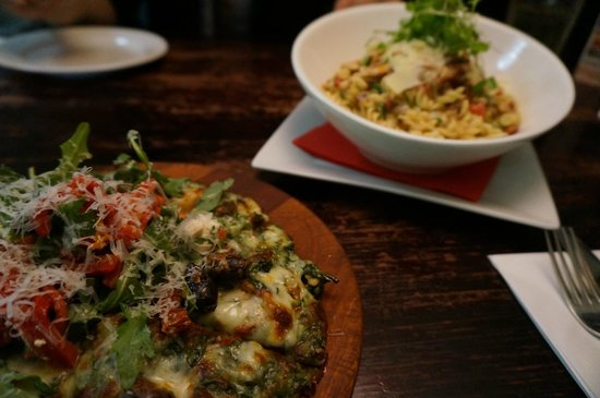 Red Dining : 頼んだピザとパスタです
