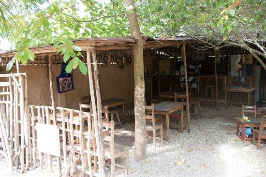La salle manger picture of le jardin secret ouidah for Le jardin secret