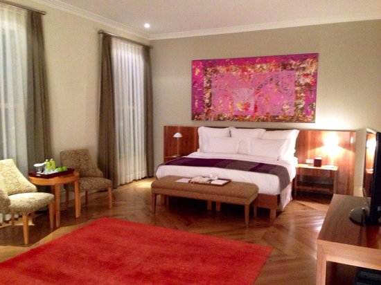 Tomtom Suites: Bett Zimmer 24