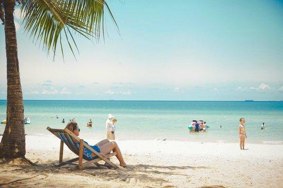 Pinnacle Grand Jomtien Resort : военный пляж
