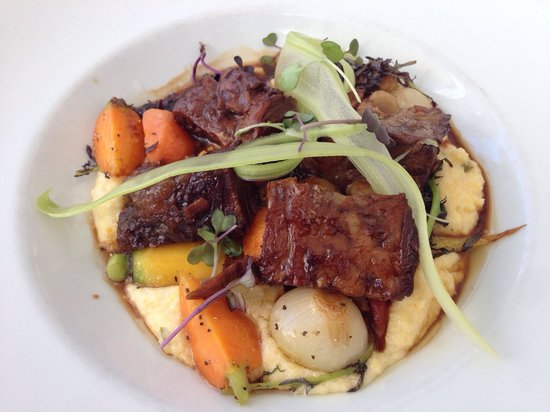 Getty Center Restaurant: Braised beef short ribs - so flavorful and tender.