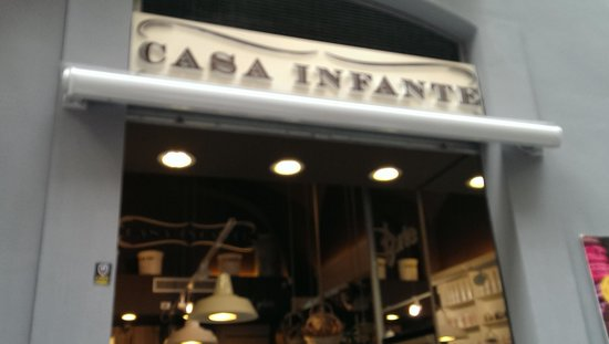 Casa Infante: On Via Chiaia