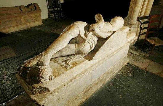 Dorchester Abbey: C13th cross-legged knight