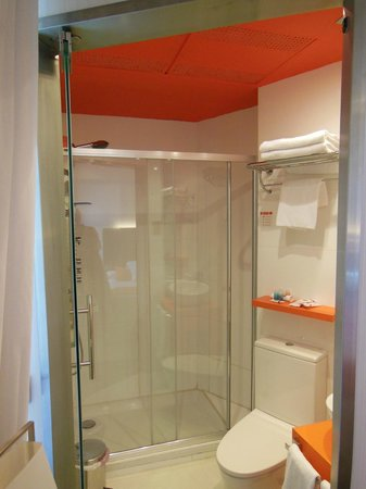 Petit Palace Canalejas Sevilla: Bathroom