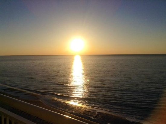 Carolinian Beach Resort : Sunrise from the balcony