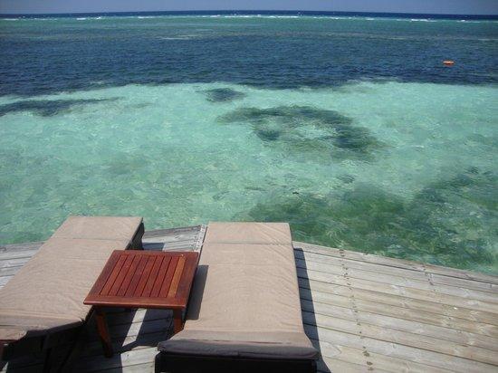 Kuredu Island Resort & Spa: Water villa deck